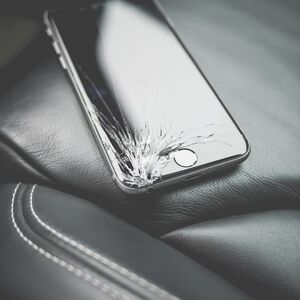 brand_broken_close_up_cracked_damaged_iphone_luxury_metallic-1364550